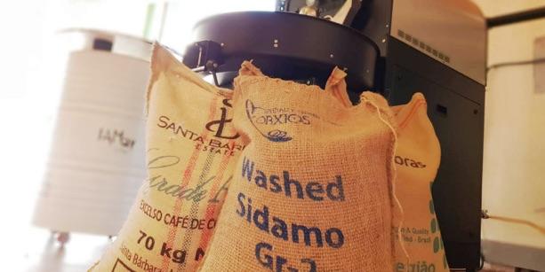 Ofrecemos para los bares, hoteles, restaurantes, cafeterías, el mejor grano de café tostado