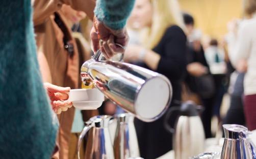 Servicio de coffee break idóneo para hacer una pausa entre reuniones, conferencias, congresos